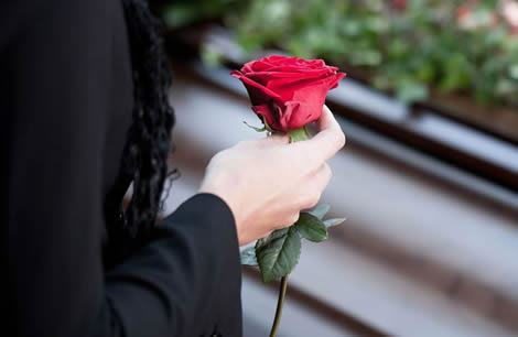 Trandafir la inmormantare