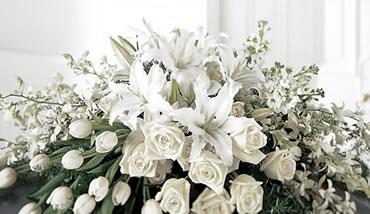 Flori funerare albe